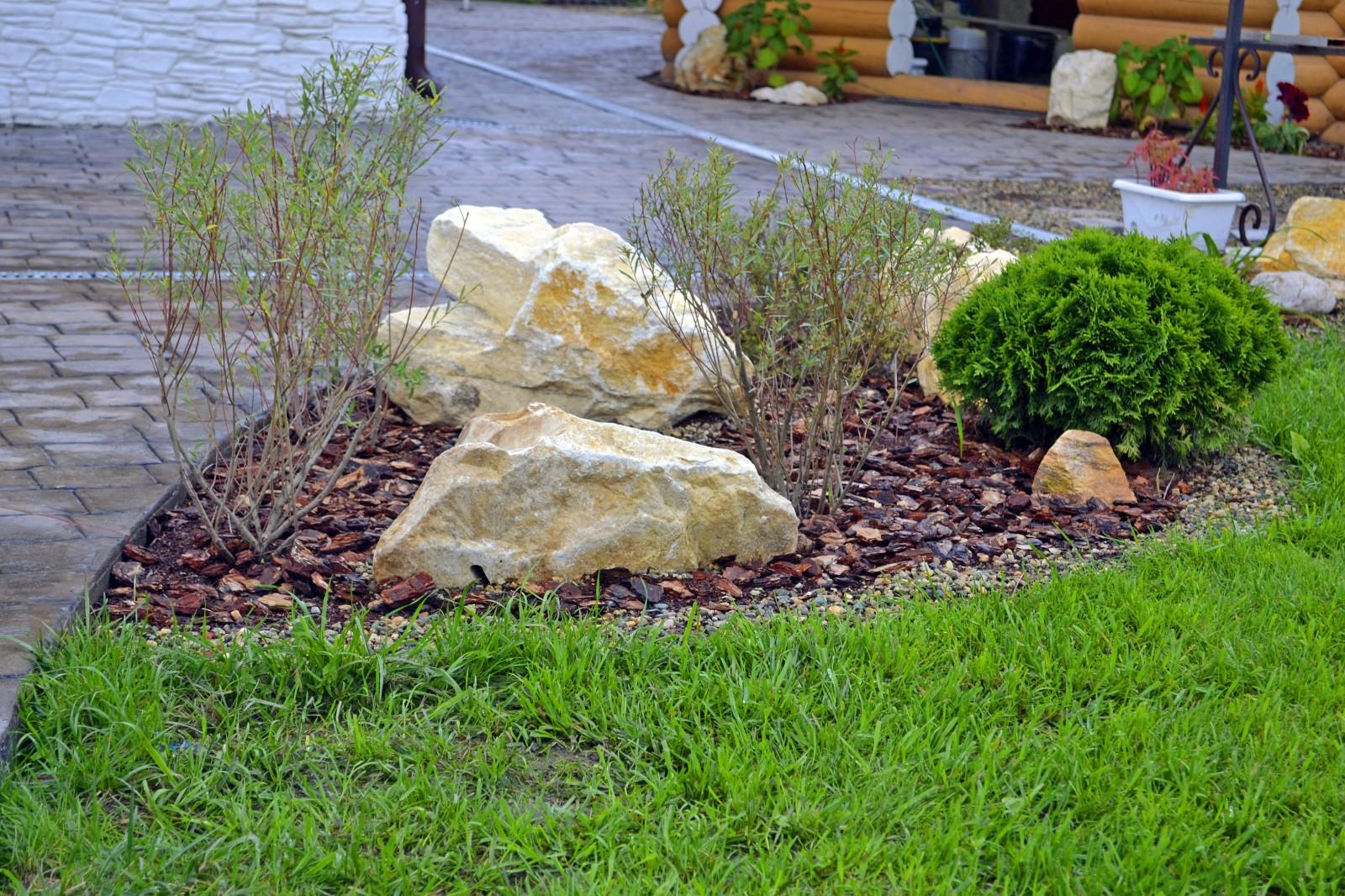 Камень как украшение сада фото